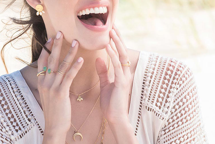 en ligne à la vente pas cher à vendre vif et grand en style Histoire de créateur… les bijoux LõU.YETU - Bijoutier Horloger