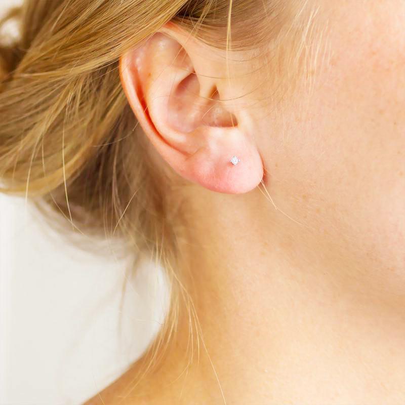 puces d'oreilles or blanc 18k